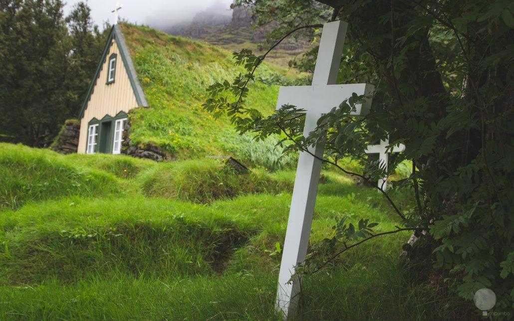 La chiesetta di torba di Hofn